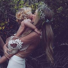 We all want the best for our kids, but accurate parenting info is hard to come by. Here are the top 10 science-based tips on improving parenting skills. Hippie Mom, Hippie Chic, Gypsy Style, Boho Gypsy, Hippie Style, Bohemian Style, For Love And Lemons, Wild Hearts, Mother And Child
