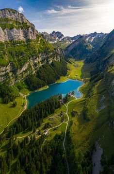 24 Most Beautiful Places in Switzerland that Must Be Visited Beautiful Places To Travel, Beautiful World, Wonderful Places, Monte Everest, Places In Switzerland, Three Lakes, Photos Voyages, Seen, Best Hikes
