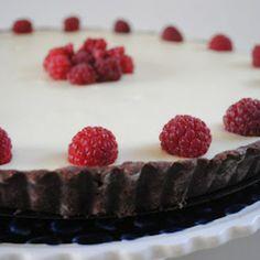 Witte chocoladetaart!  Voor volledig recept: http://www.volrecepten.nl/click/index/1026541/?site=taartenzoet.blogspot.com