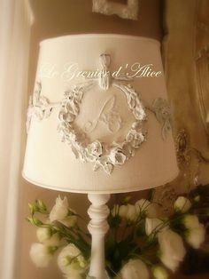 abat jour avec ornement guirlande de fleurs, jute, ficelle, patine lin ou tout blanc, diamètre 25 lampshade moulding