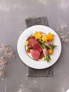 Rinderfilet mit Polentasternen und Bohnen im Speckmantel, ein beliebtes Rezept aus der Kategorie Gemüse. Bewertungen: 18. Durchschnitt: Ø 4,2.