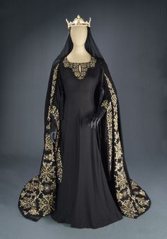 Costume designed by Travis Banton for Katherine DeMille in The Crusades (1935)