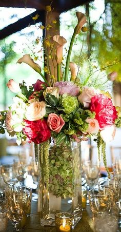 Beautiful arrangement for a wedding Summer Centerpieces, Floral Centerpieces, Wedding Centerpieces, Floral Arrangements, Wedding Decorations, Centrepieces, Centerpiece Ideas, Flower Arrangement, Deco Table