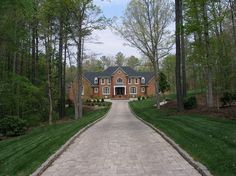 Landscape Design Advice Beautiful Driveway Designs And Creative Ideas Driveway Design, Driveway Landscaping, Driveway Ideas, Fence Ideas, Landscaping Ideas, Backyard Ideas, Garden Ideas, Tree Lined Driveway, Driveway Entrance