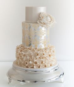 15 Stunning Metallic Wedding Cakes - Belle The Magazine