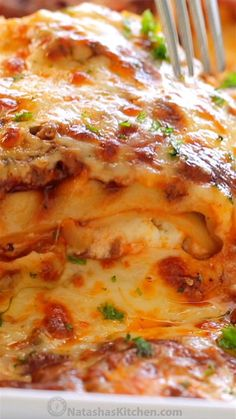 Our best Classic Lasagna Recipe that is supremely beefy cheesy saucy and so easy Homemade lasagna is way better than any restaurant version lasagna homemadelasagna lasagnarecipe pasta casserole dinner video videorecipe lasagnavideo Italian Recipes, Beef Recipes, Cooking Recipes, Healthy Recipes, Cooking Ideas, Cooking Games, Food Channel Recipes, Sausage Recipes, Best Easy Recipes
