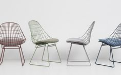 Pastoe breathes new life into its Wire chair – designed in 1953 by Cees Braakman and Adriaan Dekker – with new mix and match colours for the metal frame and its seat. Metal Outdoor Chairs, Metal Chairs, Led Furniture, Modern Furniture, Contemporary Chairs, Contemporary Design, Wire Chair, Bench Stool, Traditional Furniture