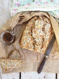 almond, oat and fruit bread My Recipes, Bread Recipes, Bread And Company, Fruit Bread, Brunch, Homemade, Healthy, Breads, Almond