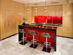 The red kitchen: striking appearance for the modern interior design style Red Kitchen Design Ideas, Pictures and Inspiration Red Kitchen Island, Glass Kitchen, Kitchen Decor, Decorating Kitchen, Modern Kitchen Design, Interior Design Kitchen, Modern Interior, Mission Style Kitchens, Cuisines Design