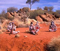 Traditional Aboriginals in the Australian Desert :) Aussie Australia, Australia Day, Tasmania, Australian People, Australian Desert, Aboriginal Culture, Les Continents, Out Of Touch, Rock Pools