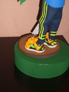 """zapatillas de deporte de fofucho totalmente personalizado. Todo en goma eva y pintadas a mano. elenamartinlopez.blogspot.com """"mis creaciones"""""""
