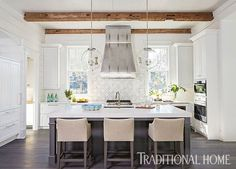 When an Atlanta couple decided to build their vacation home in WaterColor, Florida, they turned to interior designers Mary McWilliams and Kenson Bates of Mary Mac & Co. and architect T.S. Adams Studio