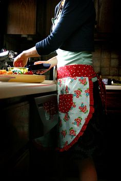 Making an apron is a great gift idea. Although I prefer full aprons, the colors here are a cute idea. Ric/rac