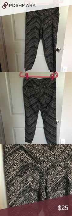 Aztec Print Workout Pants Brand new, never worn Aztec/ chevron print workout pants!! Old Navy Pants