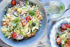Couscoussalat med cherrytomater og basilikum Pasta Salad, Cobb Salad, Nom Nom, Ethnic Recipes, Food, Basil, Crab Pasta Salad, Essen, Meals