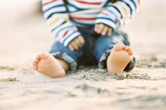 can't go wrong with baby feet Family Beach Pictures, Beach Photos, Baby Pictures, Family Pics, Beach Photography, Children Photography, Family Photography, Photography Ideas, Photo Summer