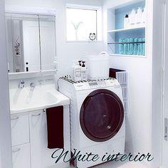 女性で、3LDKのIKEA/統一感目指して!/白黒インテリア/いつもいいね♡コメありがとうございます♡/おしゃれで可愛く…などについてのインテリア実例を紹介。「イベント用♡☺️ タオルは色を合わせて立てて収納してます✨さっと取れて使いやすいし、狭い洗濯機周りをスッキリ使うことが出来ています(^∇^) 下着類は隙間収納のケースに入ってます♡」(この写真は 2017-05-26 13:27:33 に共有されました)