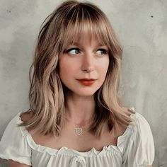 Shaved Hair Women, Half Shaved Hair, Oval Face Hairstyles, Hairstyles With Bangs, Lob With Bangs, Shaved Hairstyles, Celebrity Hairstyles, Melissa Benoist, Supergirl