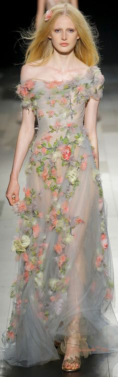 #Marchesa Spring 2018 RTW #NYFW #NYFWss18 evening gown floral