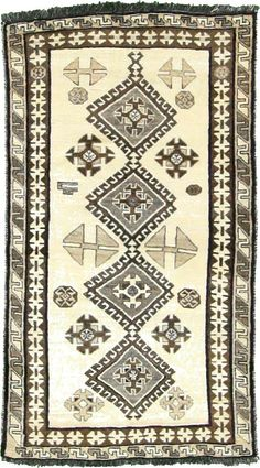 This Authentic Persian Ghashghaei rug is Hand Knotted of 100% Natural Wool and has 120 knots per square inch. #rugs #persionrugs #antiquerugs