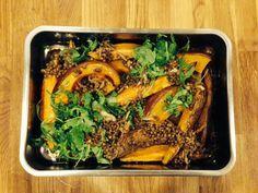 Geschmorter Muskatkürbis und Süßkartoffeln mit Tahina-Balsam-Linsen Just Eat It, Candida Diet, Japchae, Vegan Recipes, Paleo, Pork, Veggies, Low Carb, Pumpkin