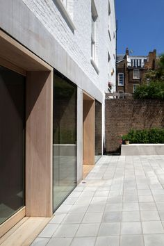 Cohen House London United Kingdom Architect Duggan Morris Architects Ltd 2012 Looking along the new Modern Architecture Design, Facade Design, Facade Architecture, Amazing Architecture, Exterior Design, House Design, Duggan Morris, Retail Facade, Timber Cladding