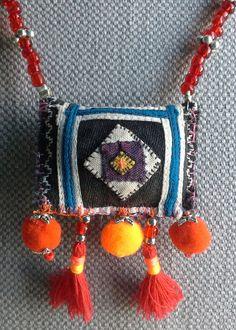 Necklace/pendant textile Bohemian sparkling colors.