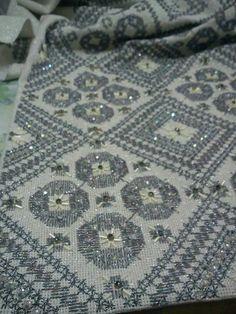 Ενα πολυ ιδιαίτερα κεντημα δια χειρός Μαρίας Ροζακη. Beaded Embroidery, Cross Stitch Embroidery, Punch Needle, Plastic Canvas, Needlepoint, Quilts, Blanket, Rugs, Gold