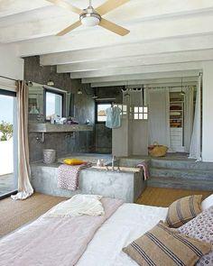 уютный дом. ванна в спальне