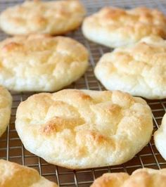 The Big Diabetes Lie-Diet - Le cloud bread : un petit pain sans glucides ni gluten Doctors at the International Council for Truth in Medicine are revealing the truth about diabetes that has been suppressed for over 21 years. Dairy Free Low Carb, Gluten Free Diet, Paleo Diet, Low Carb Desserts, Low Carb Recipes, Dessert Recipes, Free Recipes, High Carb Foods, No Carb Diets
