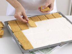 Zitronenschnitten vom Blech - so geht's - butterkekse-verteilen Rezept