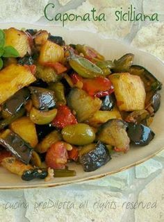 Caponata siciliana, ricetta tradizionale, cucina preDiletta Healthy Cooking, Cooking Recipes, Healthy Recipes, Sicilian Recipes, Sicilian Food, Italian Dishes, Appetisers, Vegan Dinners, Vegetable Dishes