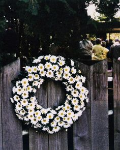 A wreath made of daisies -- beautiful outdoor ceremony decor