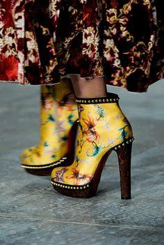 Mary Katranzou❇❇❇❇Alegría de colorido en unos lindos botines