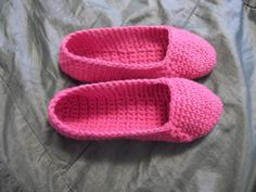 Pink house slippers size 8 to 8 1/2. For sale at https://www.etsy.com/listing/173292983/pink-house-slippers-size-8-to-8-12-non