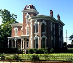 1879 Italian Villa style home near several historic sites in Denison, Texas. Basement Master Bedroom, Historic Homes For Sale, Brick Arch, Old Houses For Sale, Chandelier In Living Room, Old Bricks, Italian Villa, Second Empire, Victorian Houses