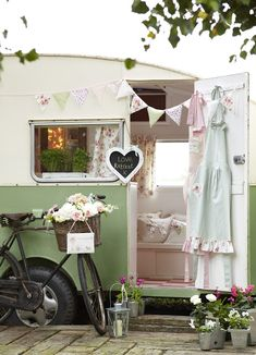 lovely shabby trailer- also good for a mobile craft room!