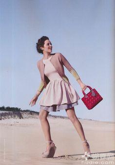 Dior bag #dior #bag #streetstyle #  http://diorwomanbag.blogspot.com/