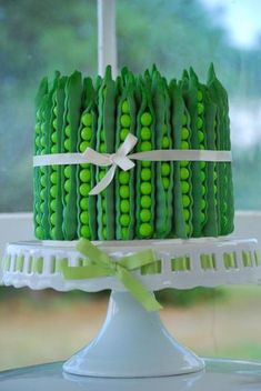 """wouldn't  this cake be perfect for a """"sweet pea"""" baby shower?"""