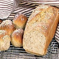 Matpakkebrød med spelt, havre og yoghurt - Our Daily Bread, Hamburger, Food And Drink, Yummy Food, Lunch, Baking, Recipes, Breads, Delicious Food
