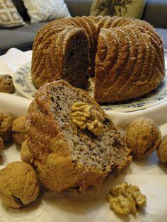 kudy-kam...: Ořechová bábovka s čokoládou Sweet Desserts, Sweet Recipes, Bunt Cakes, Czech Recipes, Oreo Cupcakes, Sweet Cakes, Desert Recipes, Pound Cake, Baked Goods