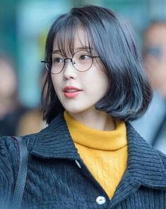 IU 170109 In Taipei Organic beef struggle to have a look at beauty parlors these Short Hair Dont Care, Short Hair With Bangs, Hairstyles With Bangs, Short Hair Cuts, Easy Hairstyles, Iu Hairstyle, Hair Bangs, Hair Inspo, Hair Inspiration