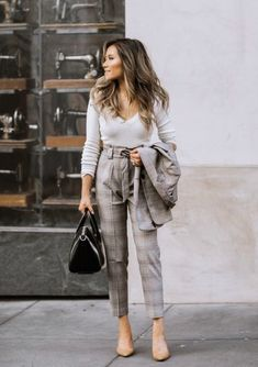 Are you confused what to pair up with those professional blazers? Well, these Professional Blazer Outfits For Working Women to Try this Summer will help you Maxi Outfits, Pencil Skirt Outfits, Casual Work Outfits, Blazer Outfits, Professional Outfits, Spring Outfits, Fashion Outfits, Womens Fashion, Summer Professional