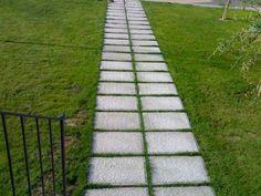 Risultati immagini per idee vialetti giardino