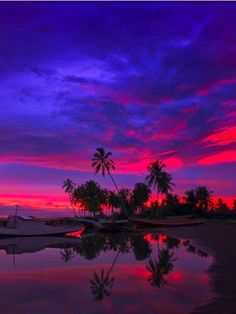 sky, amazingly beautiful reflections on the water.....