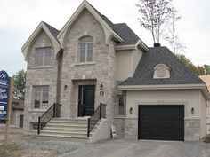 Detached home with stone and vinyl cladding,home construction, building, new homes, new home, north shore, building new homes, construction contractor, custom homes, custom house, custom home builder, custom build homes, new home builders montreal