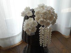白い花束の簪(セット) Minne, Vase, Japanese Kimono, Home Decor, Decoration Home, Room Decor, Vases, Home Interior Design, Home Decoration