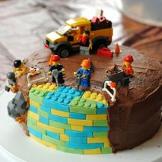 If only I had the skills. Liam would love this! a lego cake for a 6-year-old's birthday