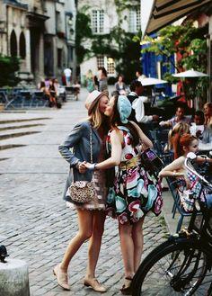 Serena and Blair in Paris.....