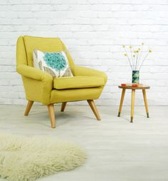 Learn how to implement the design trend of the year into your home - mid-century modern. Teak Furniture, Retro Furniture, Mid Century Furniture, Custom Furniture, Furniture Design, Danish Style, Mid Century House, Living Spaces, Living Room